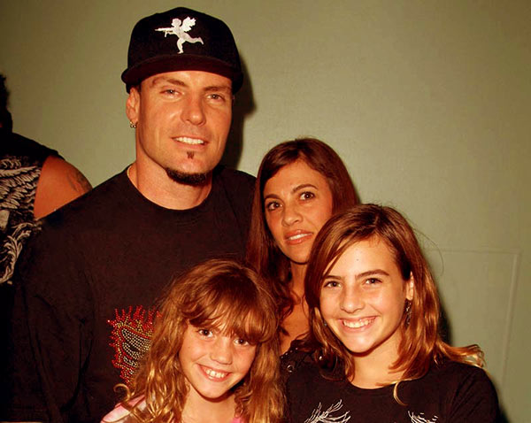 Image of Laura Giaritta and Vanilla Ice with their daughters
