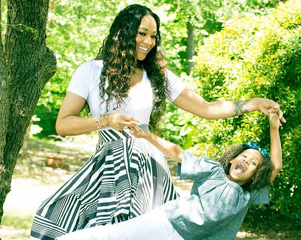 Image of Eva Giselle with mother Mimi Faust