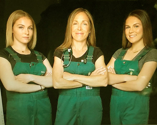 Image of Dr. Michelle Oakley with her daughters